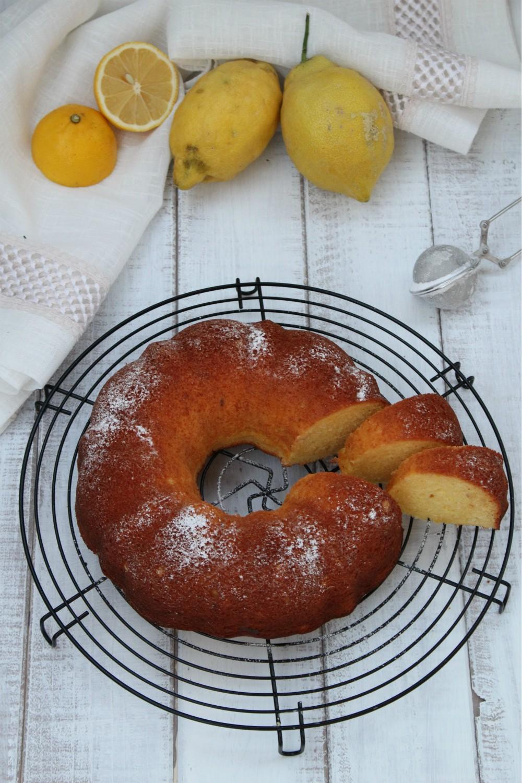 Ciambellone al limone e latte condensato