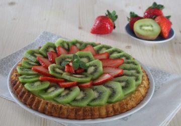 Crostata morbida con fragole e kiwi