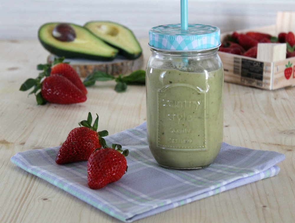 Smoothie avocado,fragola e basilico