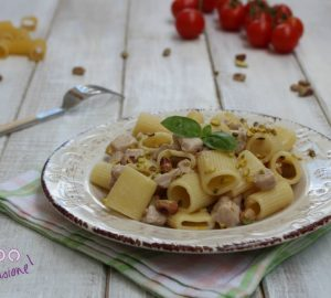 Pasta con tonno fresco e pistacchi