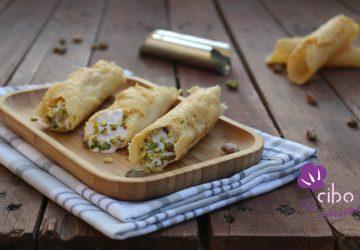 Cannoli di parmigiano con mousse di mortadella