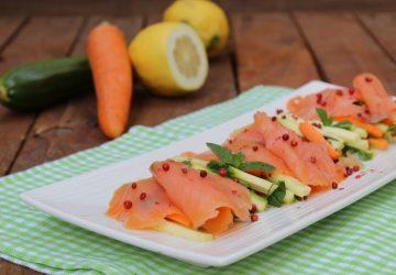 Salmone affumicato con verdure marinate