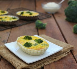 Mini quiche con broccoli e besciamella