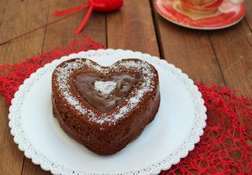 Torta cuore al cioccolato e cocco
