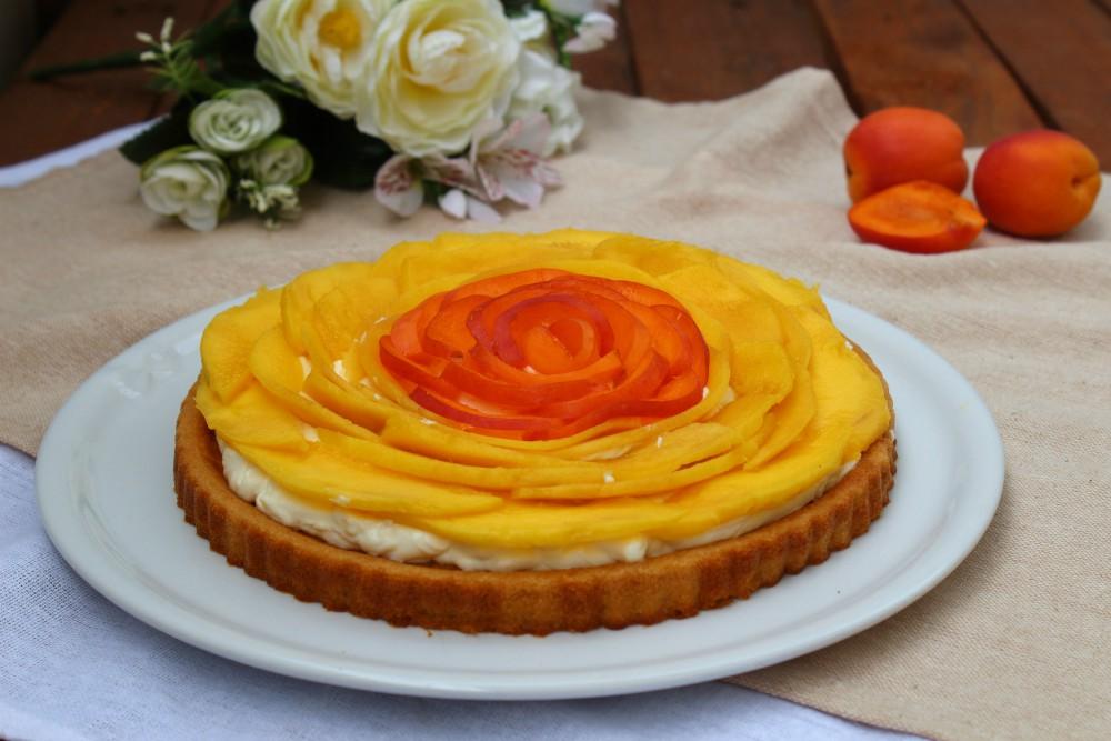 Crostata morbida con mango e albicocche