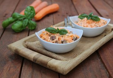 Insalata di carote, uvetta e noci