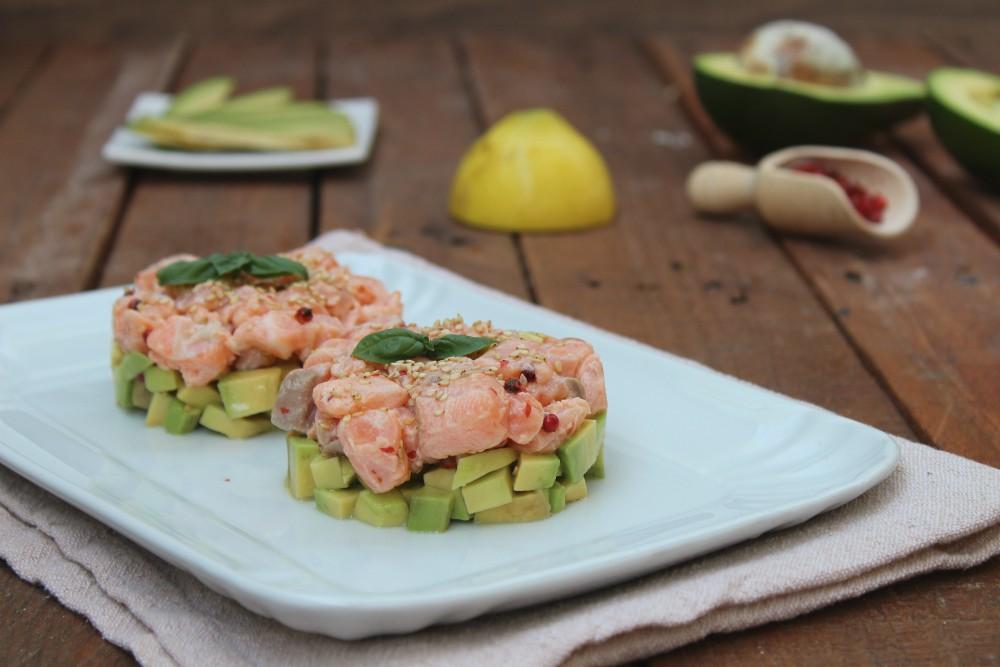 Tartare di salmone e avocado.