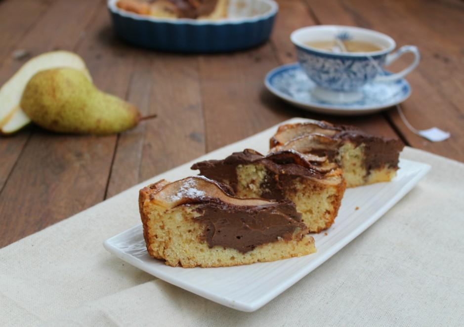 Torta morbida con pere e crema al cioccolato