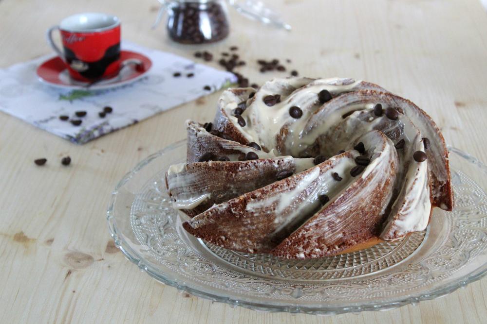 Bundt cake al caffè e glassa al mascarpone
