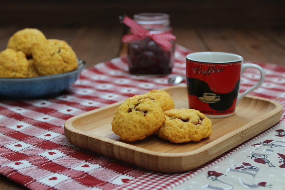 Biscotti morbidi con confettura