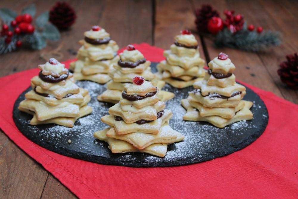 Alberi di Natale di frolla con cioccolato