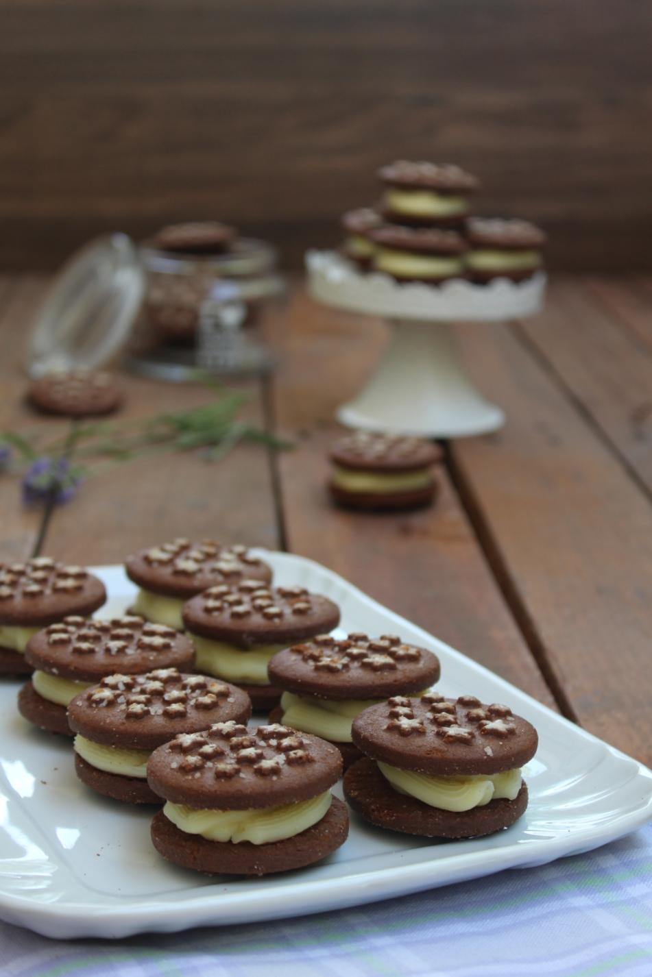 Biscotti con crema bianca