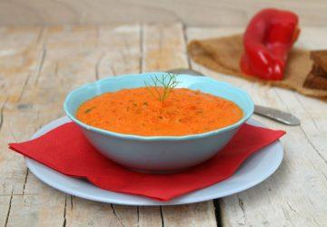 Zuppa fredda di peperoni e basilico
