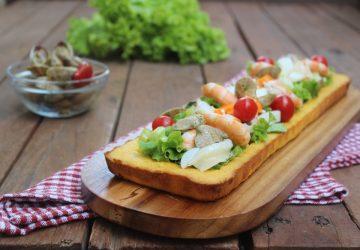 Crostata morbida con insalata di mare