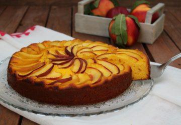 Torta con pesche e crema pasticciera