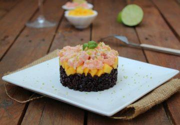Tartare di salmone con riso venere e mango