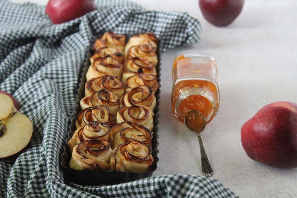 Torta di rose di sfoglia con mele