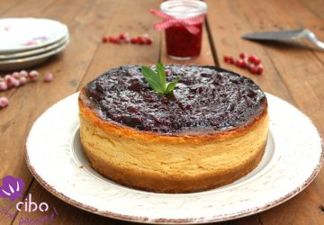 Cheesecake al forno con yogurt greco e mirtilli