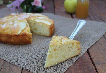 Torta soffice con mele e panna