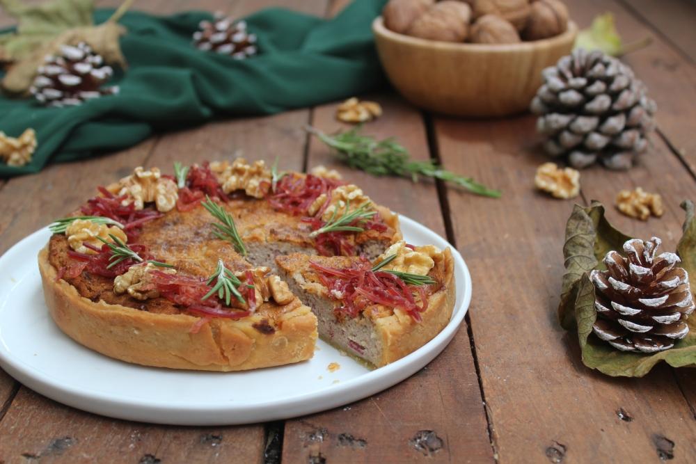 Crostata salata con noci e bresaola