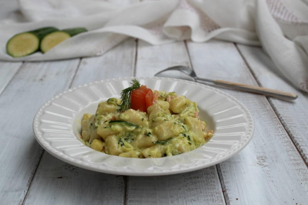 Gnocchi con mascarpone, zucchine e salmone