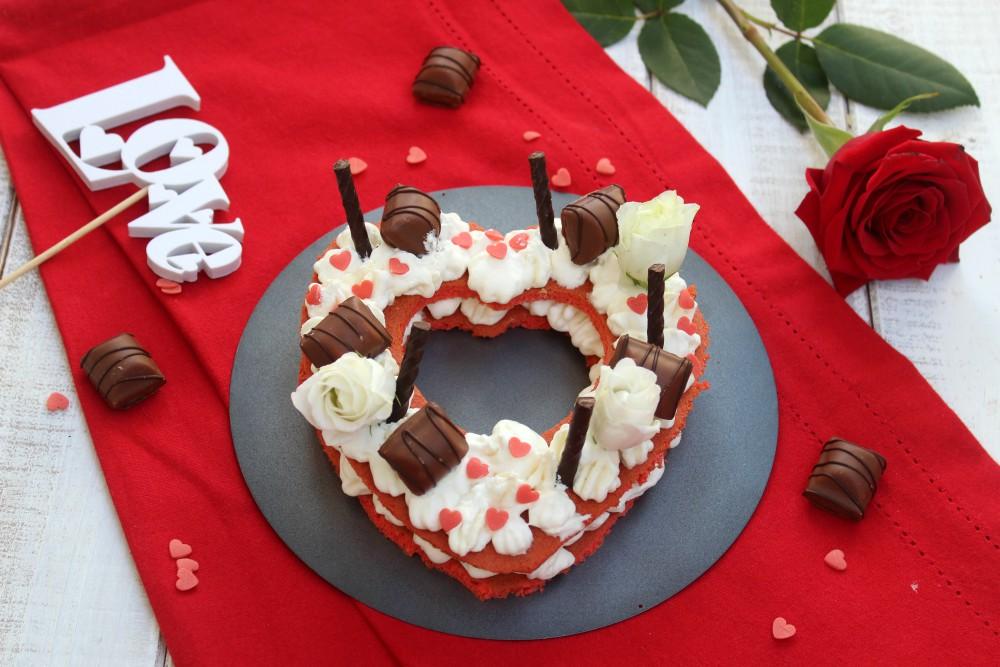 Cream tart cuore con pasta biscotto