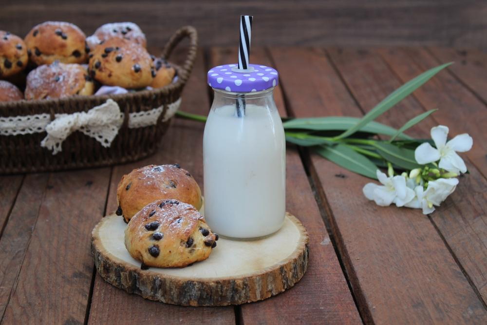 Panini dolci con latte di mandorla
