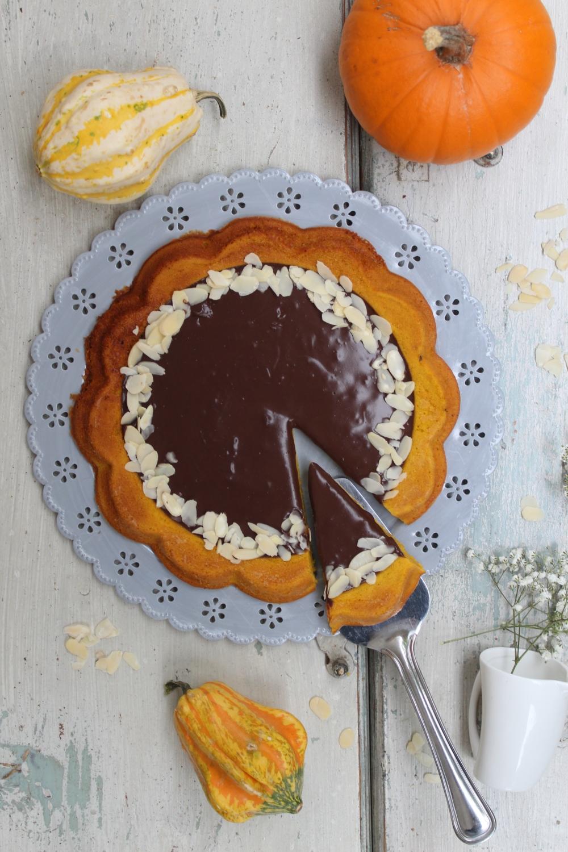 Crostata morbida di zucca con cioccolata calda