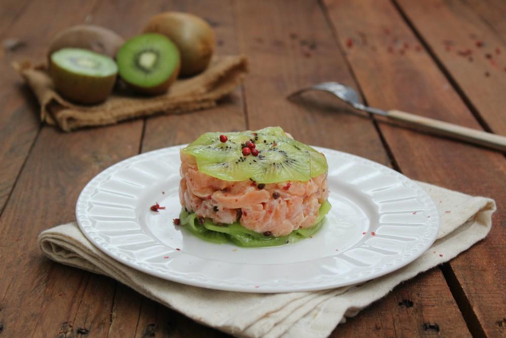Tartare di salmone e kiwi al pepe rosa