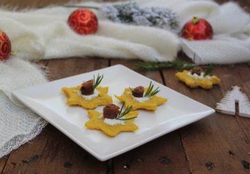 Stelline di polenta con acciughe.