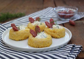 Cestini di polenta con salamini