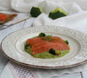 Crema di broccoli con salmone affumicato