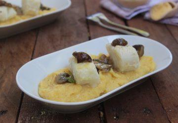 Baccalà al vino con polenta e funghi