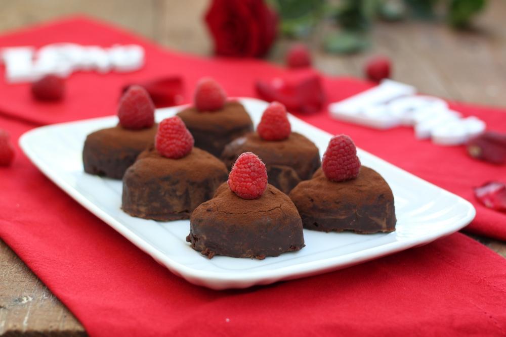 Dolcetti cuore con cioccolato e lamponi