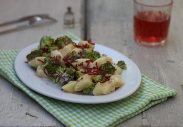 Gnocchi con broccoli e bresaola