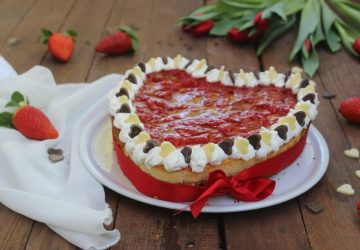Cuore cheesecake cotta con fragole