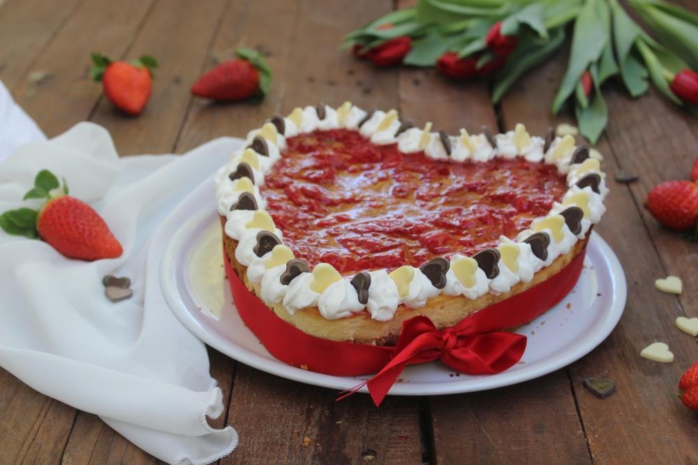 Cuore cheesecake cotta con fragole