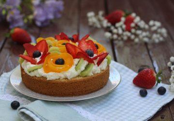 Torta margherita con frutta