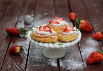 Zeppole con panna e fragole