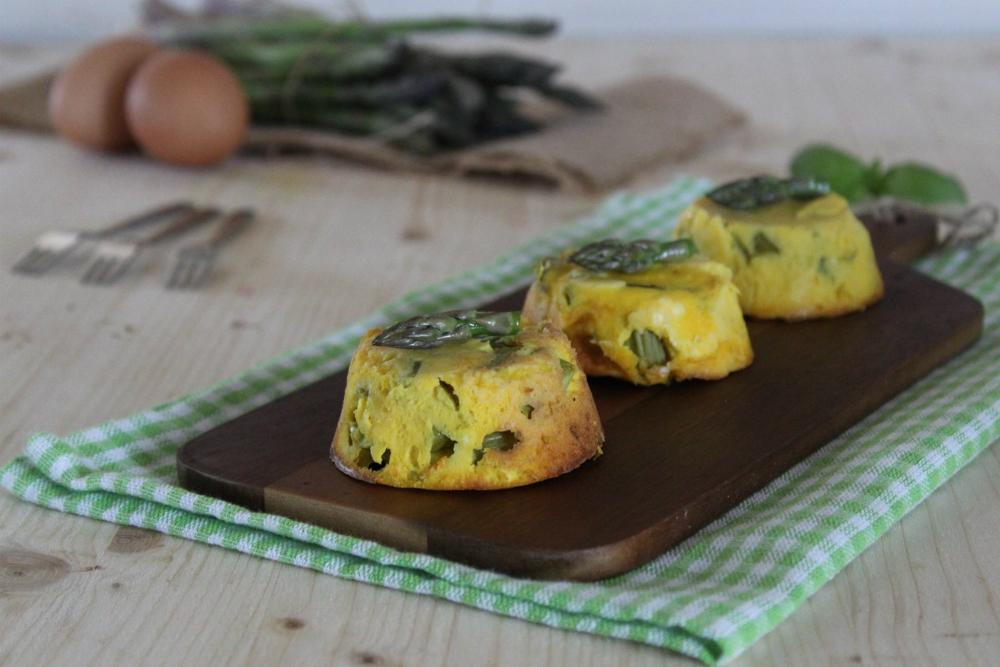 Frittatine al forno con asparagi.