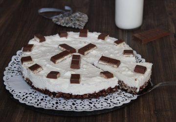 Cheesecake con riso soffiato e cioccolato.