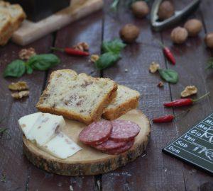 Pan bauletto con formaggio alle noci