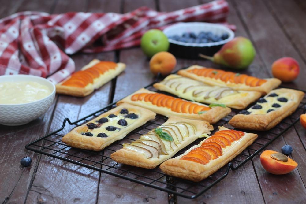 Sfogliatine con crema e frutta