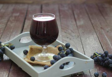Succo di frutta all'uva fragola