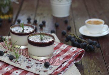 Panna cotta con geleè di uva fragola