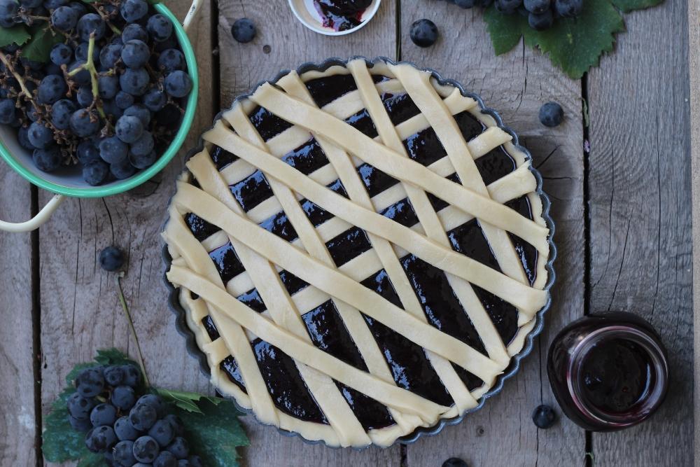 Crostata con marmellata di uva fragola