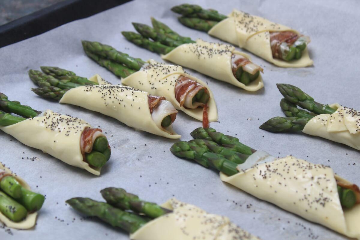 Ricetta Asparagi Veloce.Involtini Di Pasta Sfoglia Con Asparagi E Pancetta 3 Ingredienti Per Un Aperitivo Gustoso E Veloce Cibo Che Passione